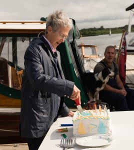 160730  Judy MacDonald cuts the Cake by James Arthur